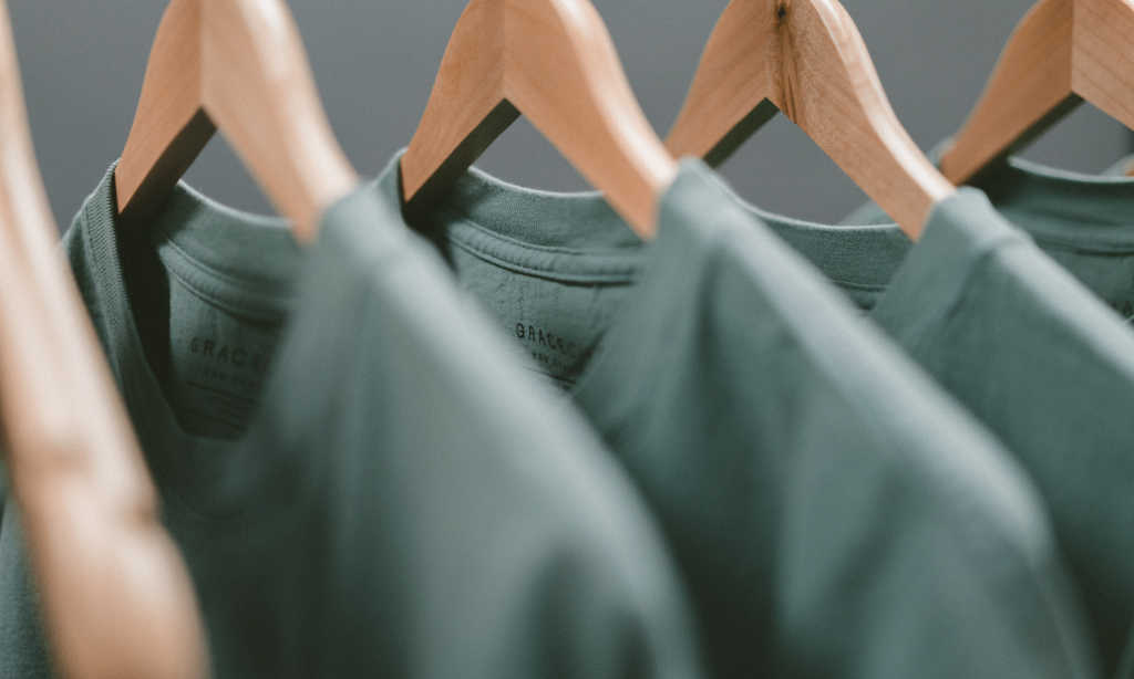 How to sell t-shirts online profitably